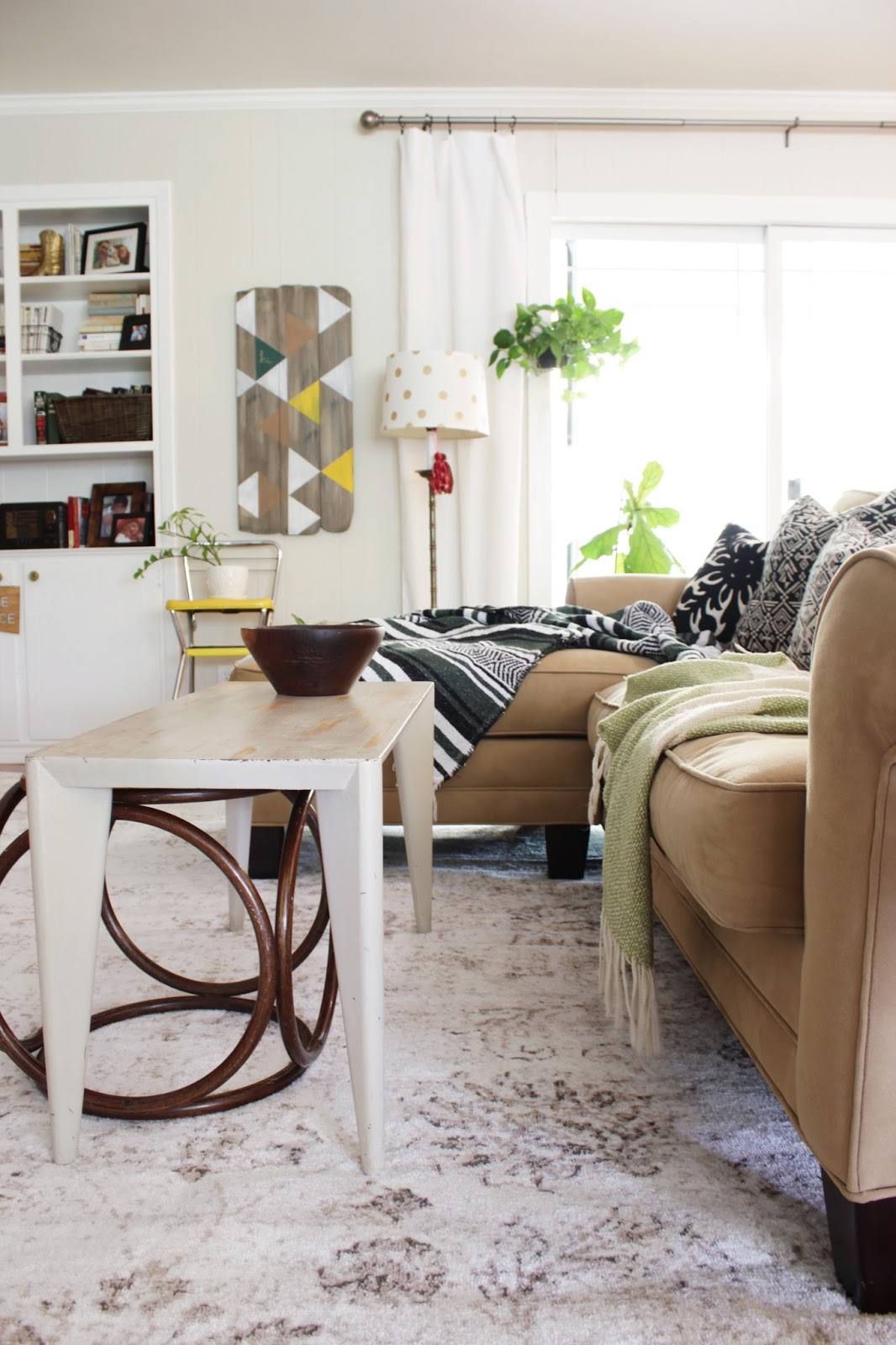 Neutral living room with pops of colors and a affordable rug from eSaleRugs