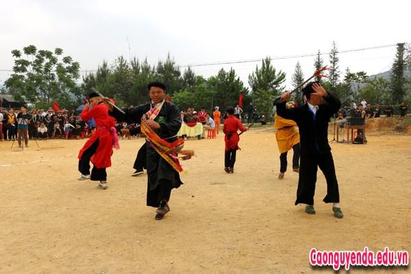 Múa lễ cấp Sắc của dân tộc Dao