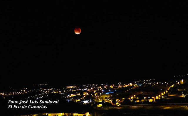 El eclipse total lunar -el 27 de julio- visible en España, el resto de Europa y en amplias zonas de África, Asia y Oceanía. Fotógrafo: José Luis Sandoval