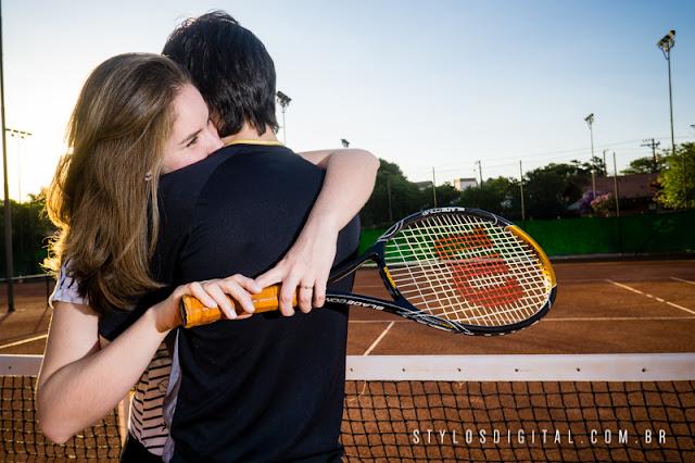 casal jogando tenis