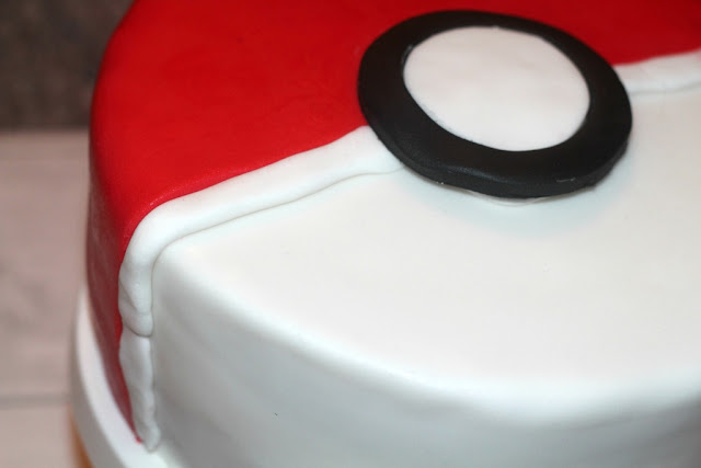 how to make a pokeball cake