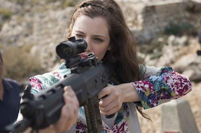 Melanie gioca a cacciare gli Zombie