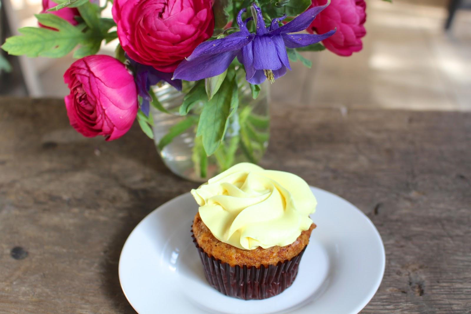 Vegan lemon cupcake Babette Bakery