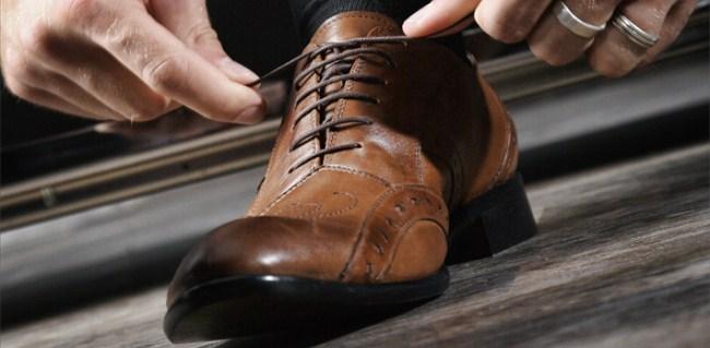 Sepatu Yang Harus Dimiliki Seorang Pria 35bfb4dd5b