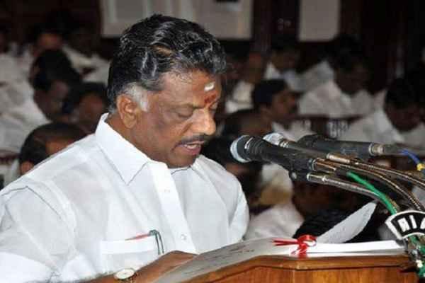 जयललिता के बाद पनीर बने तमिल नाडु के मुख्यमंत्री, ली शपथ