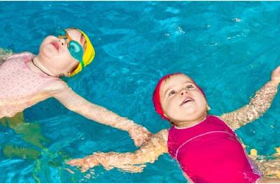 Cho trẻ quen với nước khi 5 tuổi