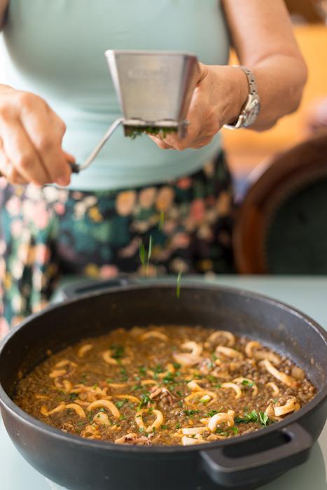 receta de lentejas con calamares, una receta con proteinas y sin grasas