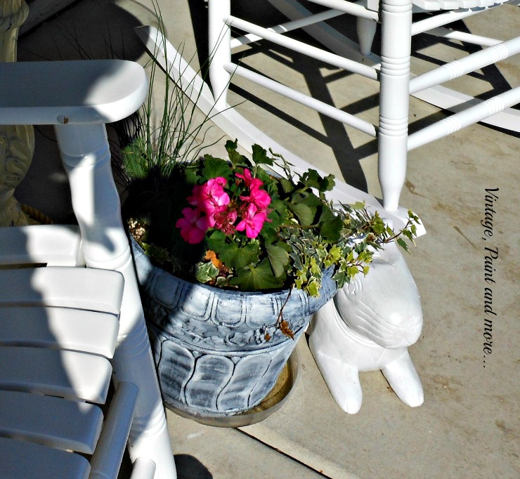 Vintage, Paint and more... DIY sun loving container pot for the Spring porch