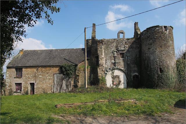 La Provotaie beau batiment abandonné, à Saint-nicolas de redon