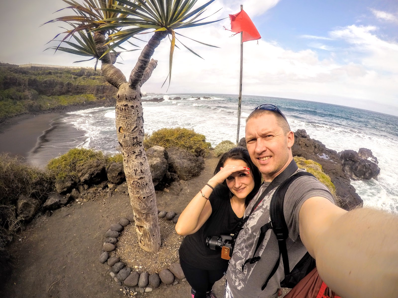 Nieturystyczne i niestadne plażowanie na Teneryfie - gdzie znaleźć zaciszną plażę? Playa El Bullullo niedaleko Puerto de La Cruz