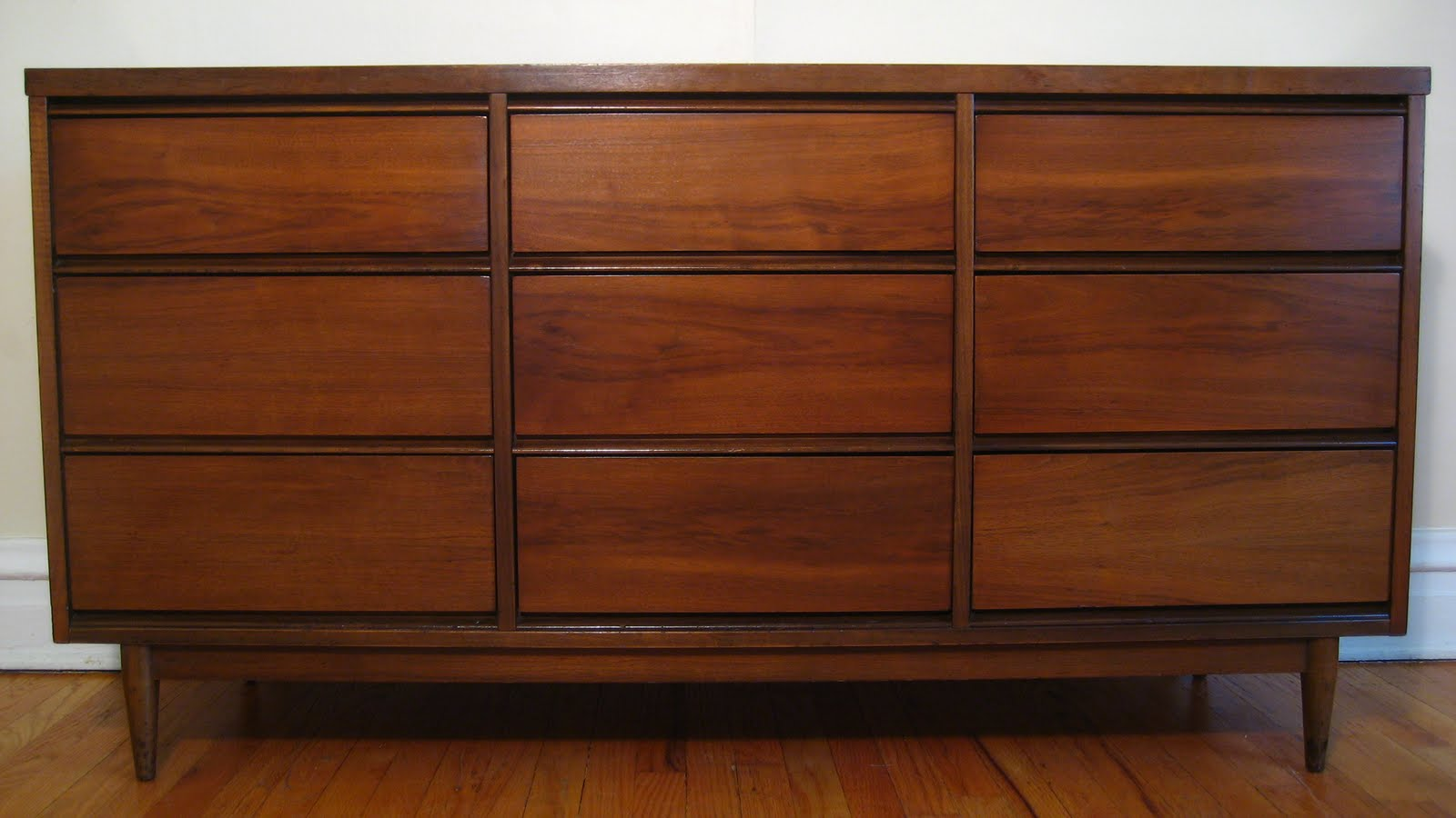 Flatout Design 9 Drawer Dresser