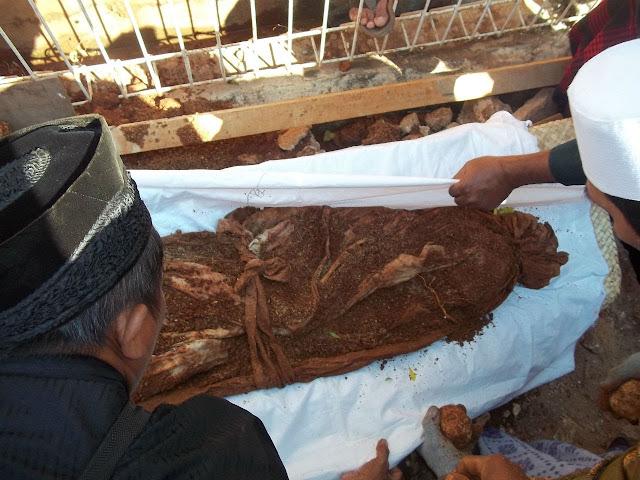 Kisah Nyata: Jenazah Ini Sudah Puluhan Tahun di Kubur Namun Tetap utuh, Ternyata Inilah Ibadah yang di Lakukannya Semasa Hidup