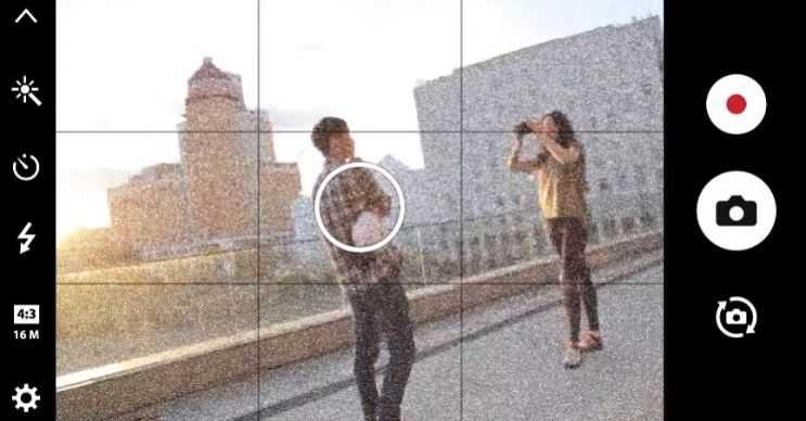 Telefon bulanık fotoğraflar çekiyorsa cihazın lensi çizilmiş ya da arızalanmış olabilir.