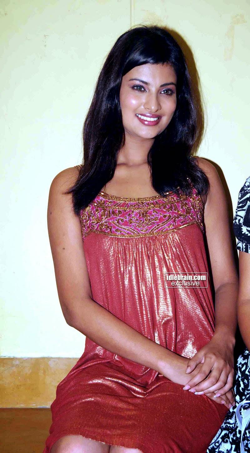 Sayali Bhagat Nude Photos 38
