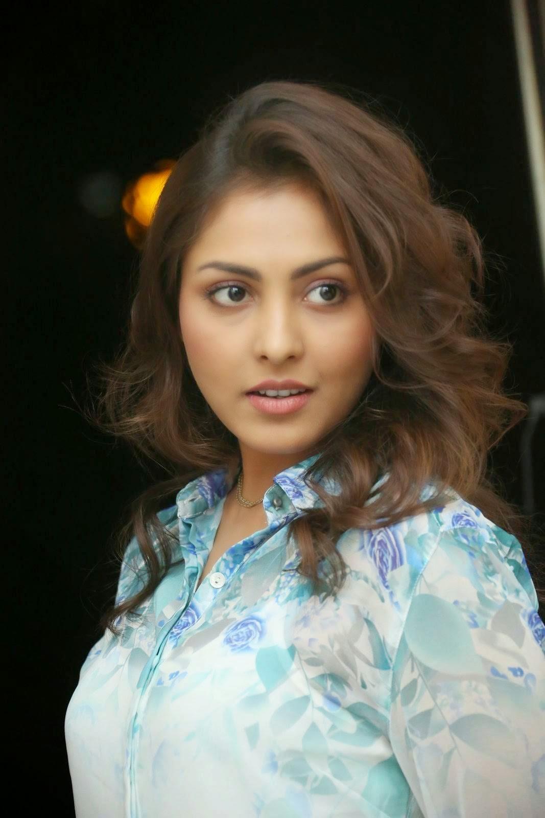 Actress Madhu Shalini Photoshoot Stills, Madhu Shalini Hot Face Close up images