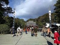 鶴岡八幡宮と人混み