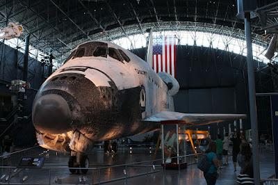 Emekli Uzay Mekiği Discovery, ABD'nin Virginia eyaletinde bulunan Smithsonian Havacılı Müzesi'nde sergilenmektedir.