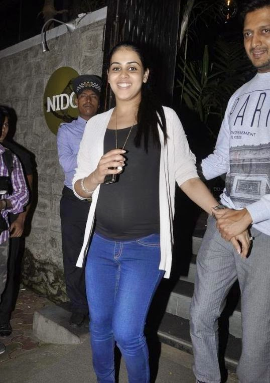 Saif, Kareena, Riteish & Genelia Dsouza snapped at Nido
