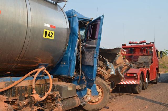 Acidente grave na BR 364 deixa caminhão tanque com a cabine destruída