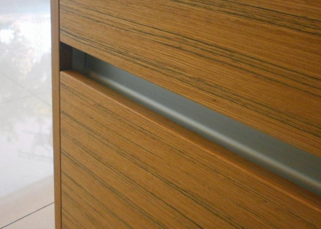 Tiradores de cocina peque os y necesarios accesorios for Perfiles aluminio para muebles