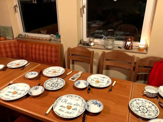 die Tafel ist gedeckt, die Gäste können kommen