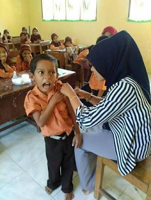 15 Foto Ekspresi Anak Sekolah Disuntik Imunisasi Ini Lucunya Bikin Gemes