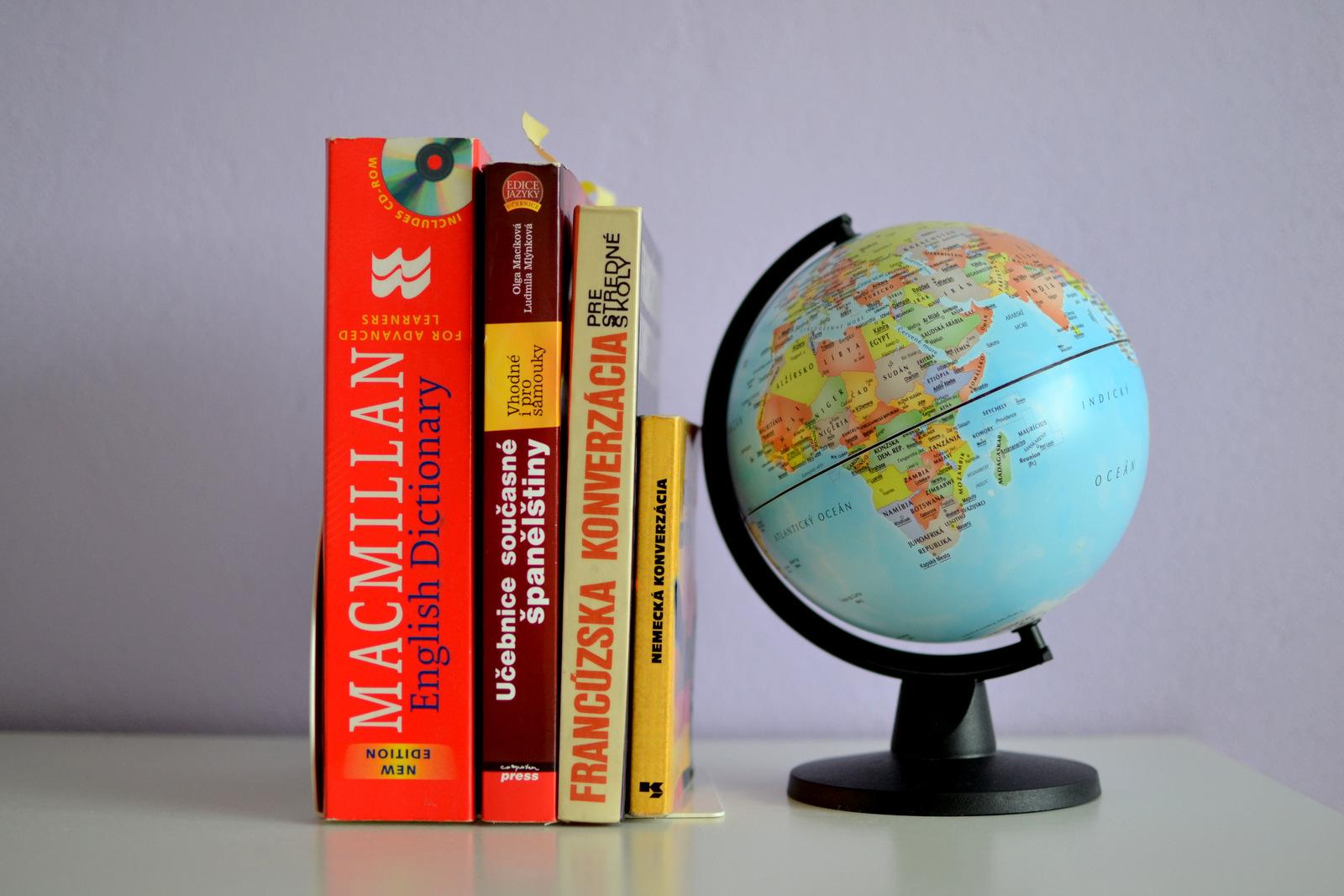 my library #8: jazykové knihy // môj vzťah k cudzím jazykom