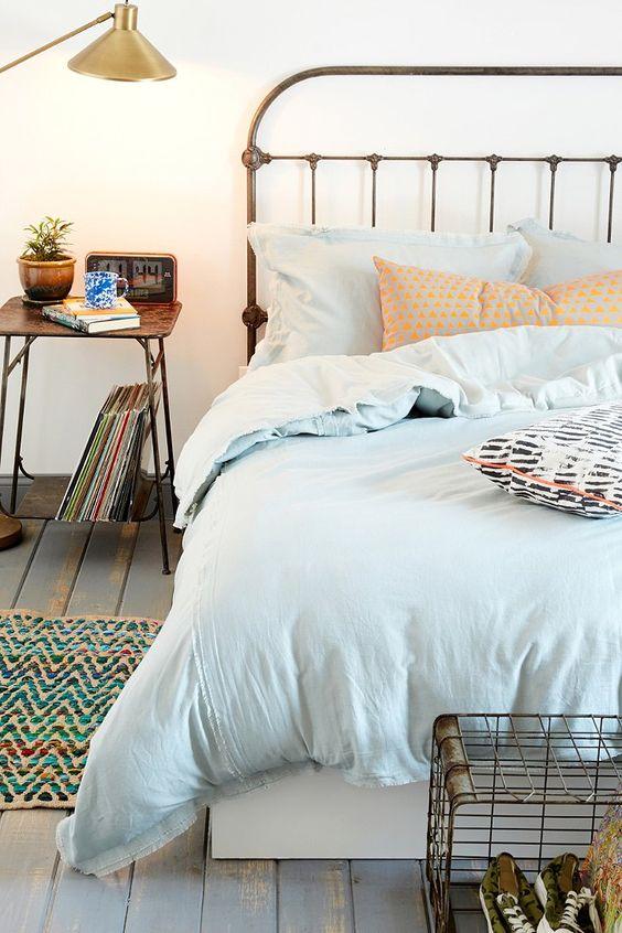 A los lados de la cama, mejor huír de los convencionalismos