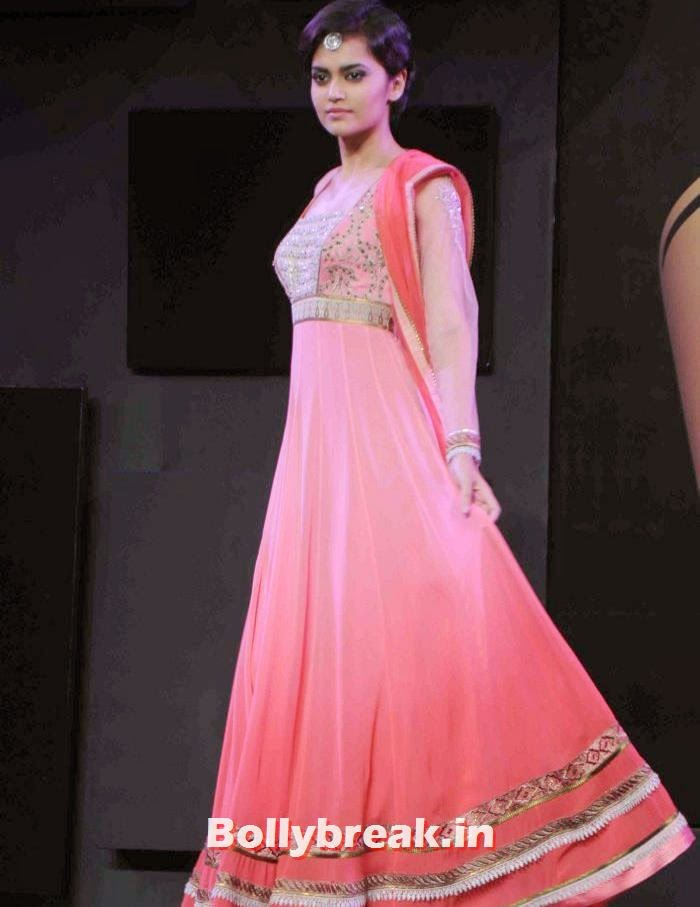 Natasha Ramchandran, JJ Valaya Collections at BPFT 2013 - Arjun Kapoor Ramp Walk