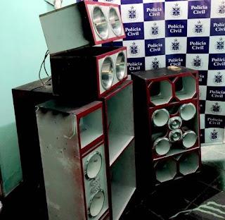 Polícia apreende aparelhos de som