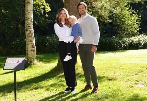 Prince Carl Philip, Princess Sofia and Prince Gabriel, Duke of Dalarna visited the Säterdalen nature reserve. Princess Sofia wore a beige blazer  by Andiata