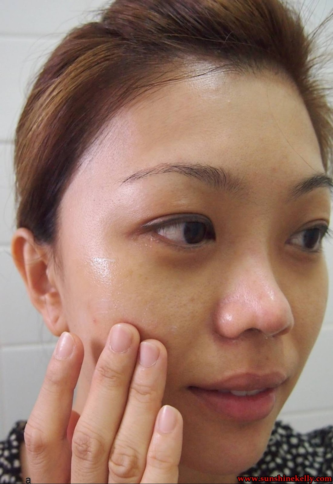 One of our skin aging factors is sun exposure and living in this tropical  climate country skincare product with UV protection and SPF PA+++ is  crucial or a ... 0df1136bdf8f