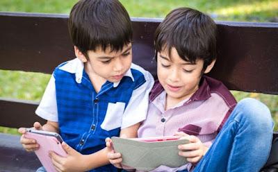 ما هي اضرار الايباد على الاطفال اطفال يابانيين يلعبون تابلت  i pad kids children playing tablet