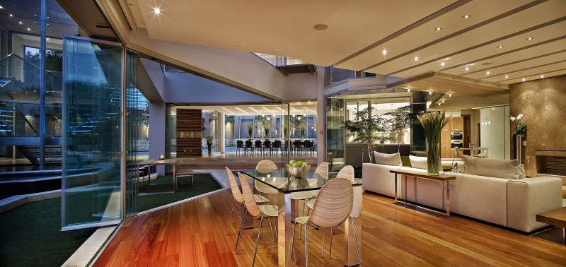 Contemporary Glass House By Nico Van Der Meulen Architects