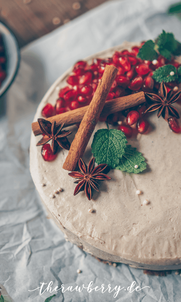 what's Christmas without some Christmas cakes? Check These 15+ Vegan Christmas Cakes That are Extremely Delicious. creative christmas cake | christmas cakes and cupcakes | christmas decorated cakes | christmas cake ideas fondant | christmas fudge gifts #sweets #desserts #cakes #christmas