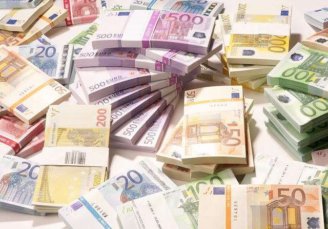 Το «μεγάλο κόλπο» του κράτους: Κρατάει λεφτά, «σβήνει» τις οφειλές του και προεισπράττει φόρους