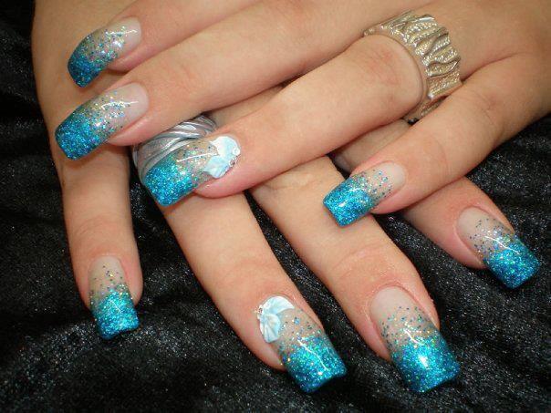 26 Diseños De Uñas En Color Azul Y Purpurina ε Diseños De Uñas