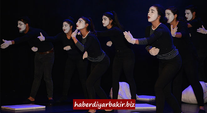 Diyarbakır Büyükşehir Belediyesinin 14.Liselerarası Tiyatro Şenliği sona erdi