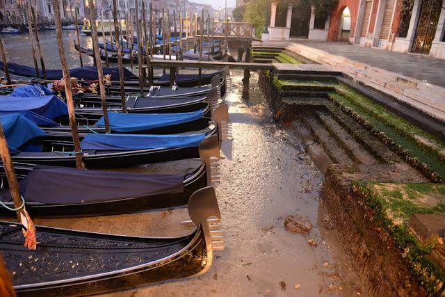 Στέρεψαν τα κανάλια στη Βενετία λόγω υπερπανσελήνου!