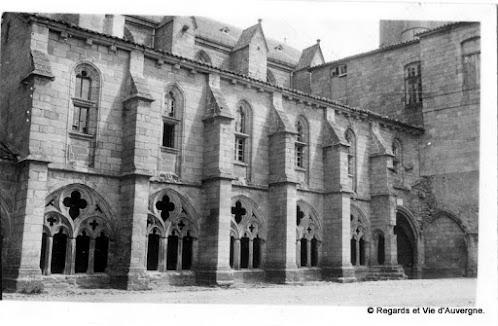 La Chaise Dieu, Haute-Loire cour de l'Abbaye 1931.