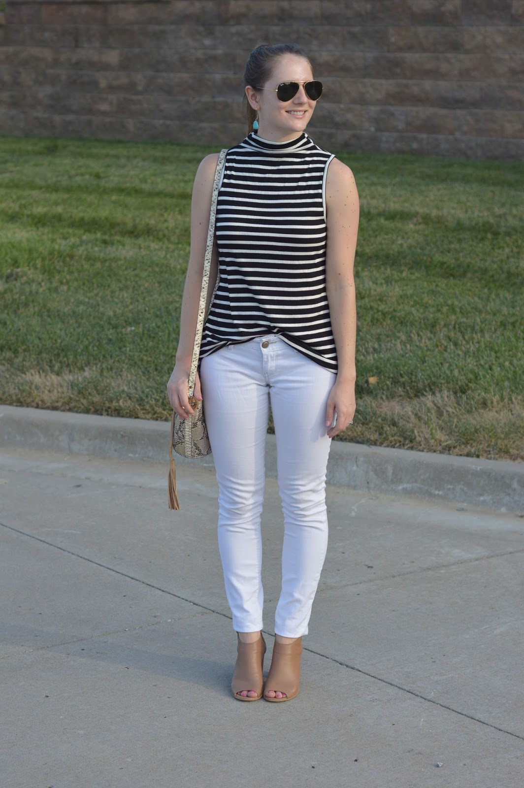 striped mock neck tank top | striped top with white skinny jeans | what to wear with white jeans | cute outfits to wear for the end of summer | early fall outfit ideas | pattern mixing how to