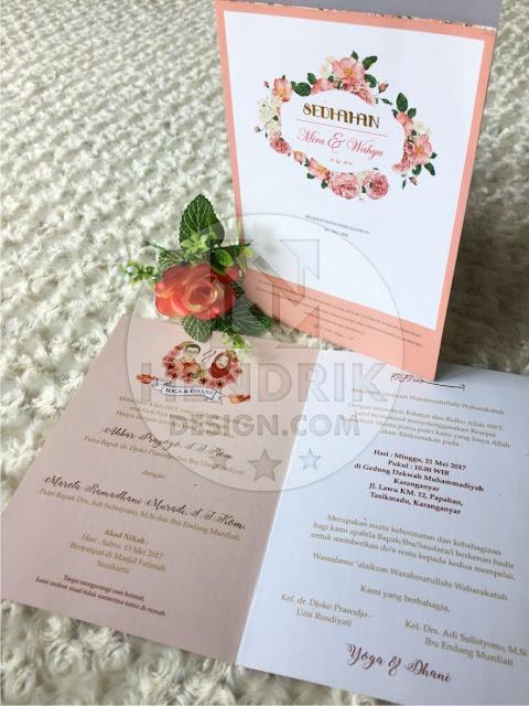 Contoh undangan pernikahan softcover mira dan wahyu