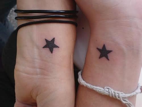 tatuajes de estrellas en la muñeca