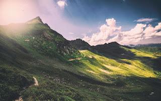 Soleil et ombre sur la montagne