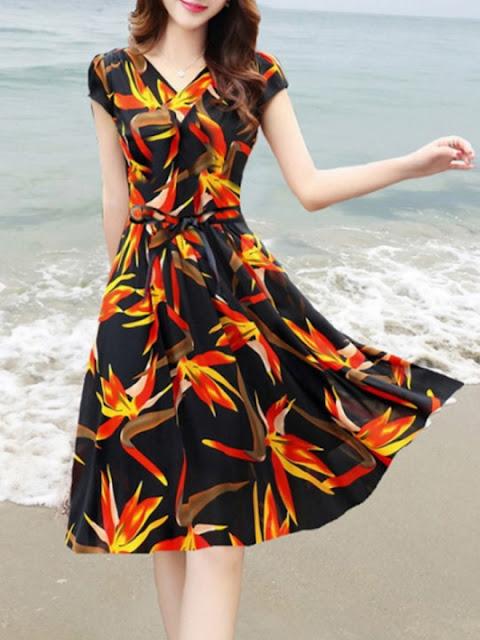 https://www.berrylook.com/en/Products/v-neck-floral-printed-skater-dress-210615.html?color=black