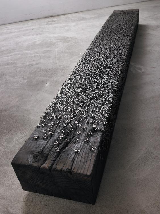 Escultura hecha con fuentes