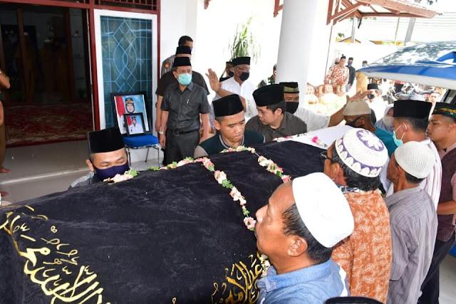 Syahirsah Ajak Masyarakat Berdoa Untuk Wafatnya Wakil Bupati Batanghari, Sofia Joesoef