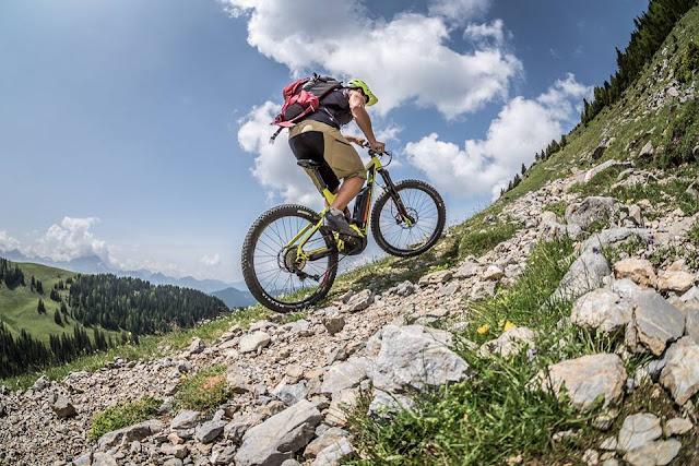 E-Bike im Trrail MTB Track GPS Mountainbike