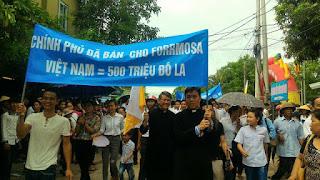 Giáo phận Vinh biểu tình