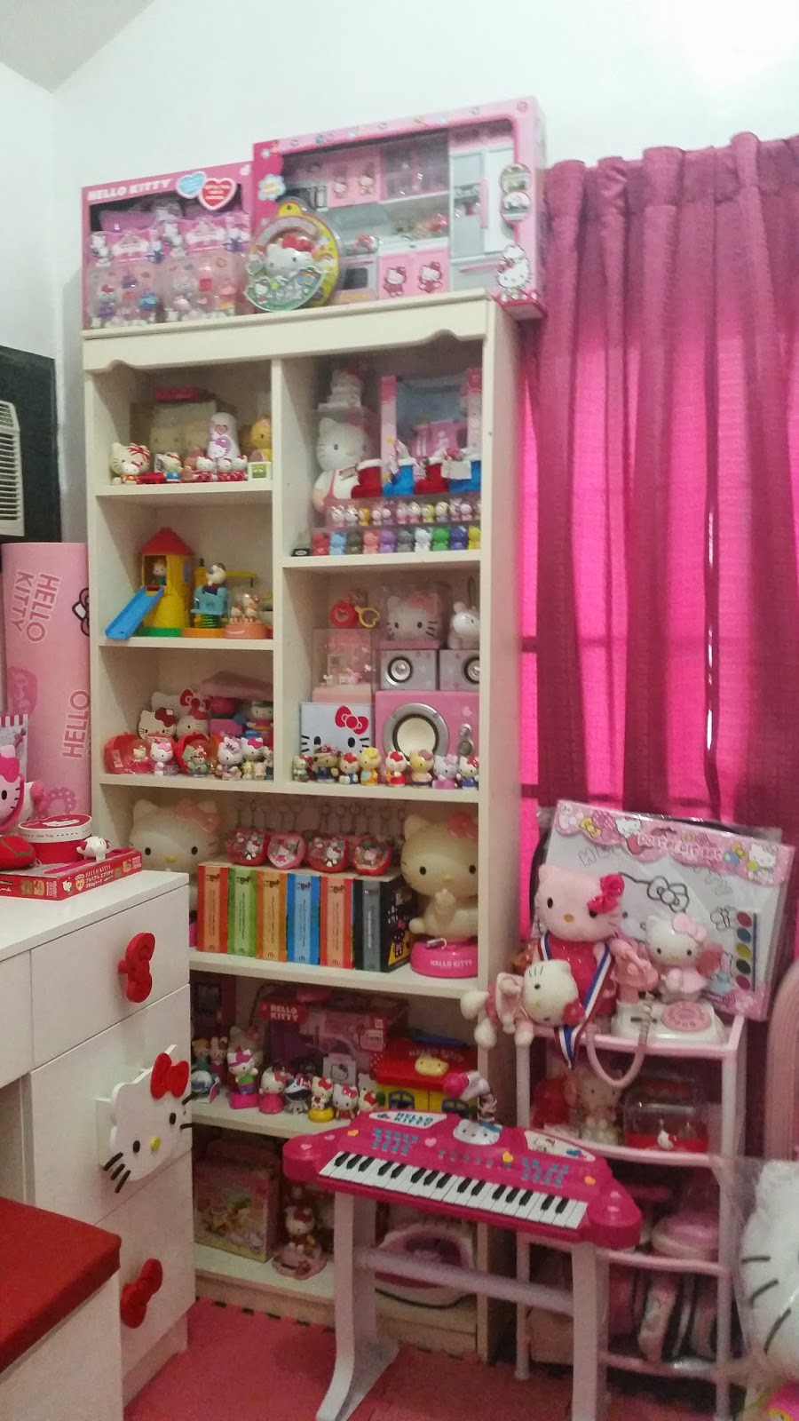 This step is really an essential part of organizing your Hello Kitty room.  Cleanliness will make your room easy to decorate into whatever style you  want. 264fc43db1836